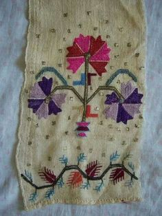 One (adorned) end of an 'uçkur' (sash / waist band). 'Two-sided embroidery' (both sides are identical) - silk and metal thread on linen. Embroidery Art, Cross Stitch Embroidery, Multi Colored Flowers, Turkish Art, Fabric Strips, Embroidery Techniques, Couture, Handicraft, Needlework