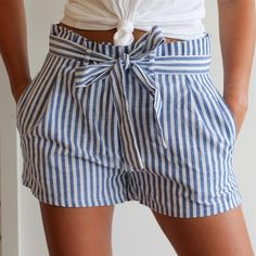 Striped paper bag waist short available in four colors! Edgy Outfits, Grunge Outfits, Short Outfits, Outfits For Teens, Spring Outfits, Winter Outfits, Cute Outfits, Fashion Outfits, Short Niña