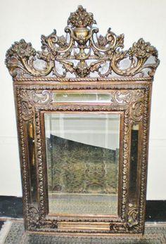Belíssimo espelho alemão, século XIX com patina em folha de ouro med. 154 x 94 cm