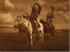 El fotógrafo Edward Curtis dedico gran parte de su vida a seguir de cerca a las tribus indio americanas y a retratar su historia...