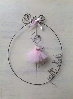(Build on Stencil Image )Pink ballerina wire art fil di ferro Wire Crafts, Diy And Crafts, Crafts For Kids, Arts And Crafts, Wire Art Sculpture, Metal Sculptures, Wire Ornaments, Ideias Diy, Beads And Wire