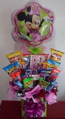 Sin Nombre Best Gift Baskets, Holiday Baskets, Valentine Baskets, Valentine Gifts, Birthday Candy, Diy Birthday, Candy Bar Bouquet, Candy Arrangements, Chocolates
