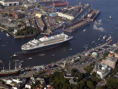 Queen Mary im Hamburger Hafen #Hamburg Hamburg Germany, City, Building, Travel, Outdoor, Hamburger, Ships, Beautiful Places, Destinations