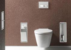Bad-Accessoires und WC-Utensilien aufgeräumt in der Vorwand, Unter- oder Aufputz