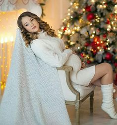 Cute Maternity Outfits, Maternity Poses, Pregnancy Outfits, Maternity Fashion, Maternity Christmas Pictures, Christmas Pregnancy Photos, Winter Maternity Photography, Cute Christmas Outfits, Beautiful Pregnancy