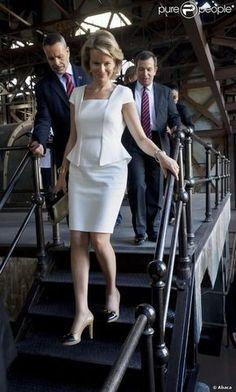 princess-mathilde-of-belgium-and-zara-ss12-white-cap-sleeve-peplum-dress-gallery.jpg (391×650)
