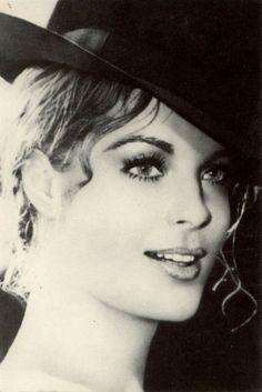 Romy - Romy Schneider, un mythe - 2698741 - Photos Romy Schneider, Marilyn Monroe, Jeanne Moreau, Saint Yves, Alain Delon, Most Beautiful Faces, French Actress, Portraits, Classic Beauty