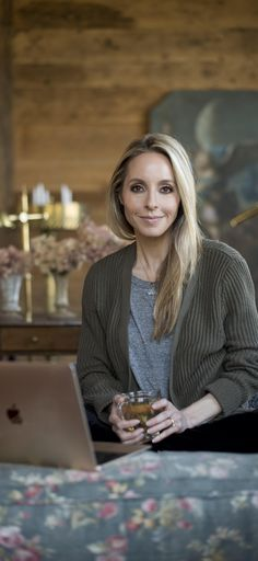 Join Gabby Bernstein's Miracle Membership and get everything you need to stay consistent on your spiritual path! Best Meditation, Meditation For Beginners, Guided Meditation, How To Start Meditating, Business Portrait, Marca Personal, Tarot, Anxiety, Campaign