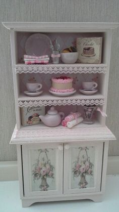 Dollhouse kitchen cabinet made by Jolanda Knoop