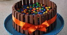 Jeg har fået et ønske på M&M kagen, som jeg viste engang sidste år. Så i stedet for at gemme den væk i en kommentar har jeg vælgt at skr...