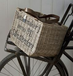 Bycicle basket by Riviera maison Bycicle Vintage, Bycicle Woman Bicycle Shop, Pedal Pushers, Wicker, Vintage Ladies, Beautiful Women, Basket, Woman, Business Ideas, Cottage
