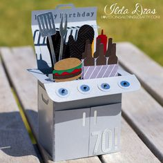 Hope you all aren't tired of all the Box Cards recently? This BBQ Box Card comes from SVG Cuts Father's Day Box Card Kit . Fun Fold Cards, Folded Cards, Cute Cards, Diy Cards, Dad Birthday Card, Card Birthday, Exploding Box Card, Pop Up Box Cards, Card Boxes