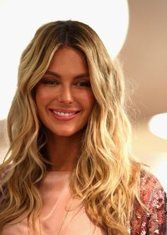 Nice Jennifer Hawkins Long Curly Blonde Hair Styles for 2011...am I this brave?