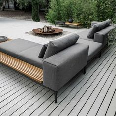 Grid lounge – von gloster furniture: garten von friedrich living e. Cosy Lounge, Lounge Sofa, Lounge Cushions, Chaise Lounges, Lounge Seating, Diy Garden Furniture, Modern Outdoor Furniture, Gloster Outdoor Furniture, Wooden Furniture
