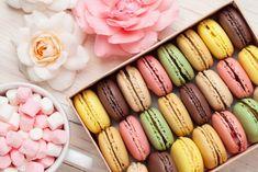 Rengarenk makaron tarifi kadin8.com'da! Günümüzün en sevilen tatlılarından makaron nasıl yapılır gelin birlikte bakalım. Renk renk ve çeşit çeşit makaron tarifleri için hemen tıklayın!
