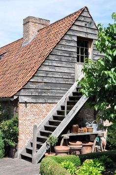 Cute stairs and combination of wood and bricks, Mark Mertens Garage Stairs, Entry Stairs, Roof Design, Exterior Design, Outside Stairs, Barn Renovation, Belgian Style, Farmhouse Garden, Timber Cladding