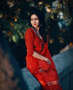 Alone Photography, Wedding Couple Poses Photography, Girl Photography Poses, Indian Photoshoot, Saree Photoshoot, Girls Dp, Cute Girls, Bengali Bridal Makeup, Saree Poses