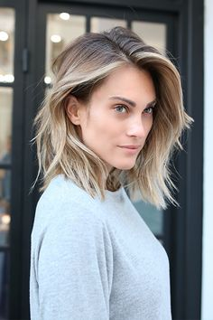 Couleur cheveux courts 2017 - New Hair Styles Ombre Hair Cheveux Court, Short Ombre, Ombre Bob, Short Wavy, Short Sombre Hair, Textured Long Bob, Long To Short Hair, Short Cuts, Textured Hair