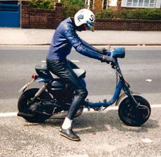Must be fast Italian Scooter, Scooter Design, Lambretta Scooter, Motor Scooters, Sidecar, Cafe Racers, Chopper, Cars And Motorcycles, Motorbikes