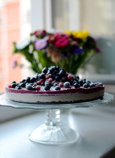 Raw cheesecake with loads of berries