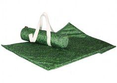 TAPIS DE PIQUE NIQUE design motif verdure pelouse gazon signée  MEROWINGS chez www.ksl-living.fr