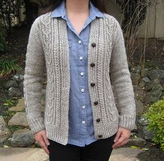 Beautiful variation on the Aidez cardigan pattern. Maybe in Drops Nepal?