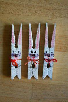 coniglietti con mollette di legno