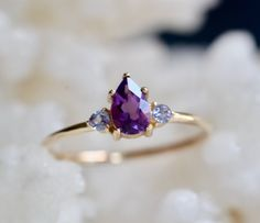 Purple Stone Rings, Three Stone Rings, Pear Ring, Ring Ring, Simple Ring Design, Jewelry Rings, Fine Jewelry, Gold Ring Designs, Amor