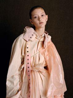 Publication: Vogue China February 2017 Model: Sara Grace Photographer: Ben Toms Fashion Editor: Robbie Spencer Hair: Mari Ohashi Make Up: Gemma Smith PART II Fashion 2017, New York Fashion, Fashion Show, Fashion Looks, Fashion Outfits, Womens Fashion, Fashion Tips, Fashion Trends, Japan Fashion