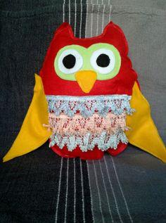 Handmade owl pillow It's made by felt Owl Pillow, Owls, Cotton Fabric, Pillows, Unique, Handmade, Fashion, Moda, Hand Made