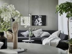 A calm green, grey and white Swedish space. Stadshem.