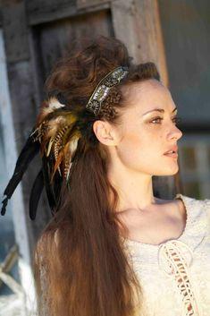 corona de plumas, tendencia plumas, tocado plumas, estilo indio, estilo bohemio, blog mallorca, personal shopper mallorca