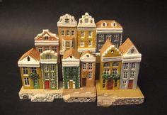 Mini terre: le miniature delle casette della tipologia Amsterdam.  Amsterdam, cosa dire, tutti conoscono Amsterdam e le sue particolari case affacciate sui canali.  (casette in miniatura, little houses, mini land, miniature)