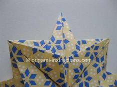 This is an elegant origami 8 pointed star that is perfect for the top of your origami christmas tree. Find out how to fold this beautiful origami star here. Origami Mouse, Origami Fish, Origami Stars, Diy Origami, Origami Christmas Tree, Christmas Crafts, Origami Ornaments, Christmas Ideas, Christmas Decorations