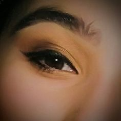 Golden brown, shimmery eye look