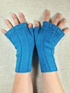 Fingerlose Handschuhe türkis mit kleinen Eulen, mit Perlen, reine Bio Wolle Merino, handgestrickt, Armstulpen für Damen, lagune