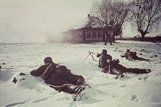 2. WW., eastern front, Soviet union , Theater of war - Army gr. Center: German infantry in position ahead of the village Bultschewo, in the region of Wolokolamsk / Klin. December 1941Foto: Arthur Grimm - pin by Paolo Marzioli