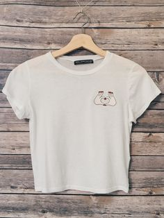 60% Cotton 40% Viscose Solid short sleeve crop top with heart shaped hands patch
