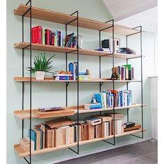 De WANDKAST is een minimalistisch en tijdloos design uit de Mogelijkheid Collectie ontworpen door Don Zweedijk. Maatwerk designkast, stel zelf je wandkast samen.