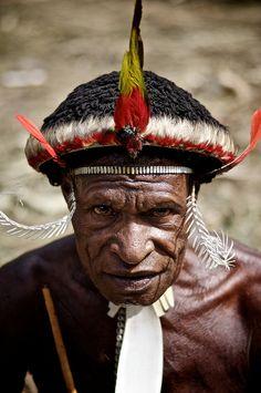 Traditionnal style papua show (Dani tribe) Jayawijaya, Papua, Indonésia.