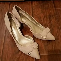 """NWOT Kelly & Katie heels Nude/neutral/light tan kitten heels, soft fabric with cutaway design.  Classy gold tipped bows on toes.  3"""" heel. Never worn, perfect condition.   Right shoe is size 8, left is 8.5.  Regular width. No trades. Kelly & Katie Shoes Heels"""