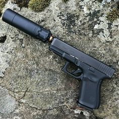 Rugged Obsidian on Glock 19 Gen 5 Military Weapons, Weapons Guns, Guns And Ammo, Colt Python, Pistol Annies, Custom Guns, Weapon Concept Art, Firearms, Hand Guns