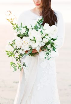 Minimal wedding details that have a wow factor: Photography : Sally Pinera | Floral Design : Poppy Design Co Read More on SMP: http://www.stylemepretty.com/2016/12/01/a-modern-take-on-minimalistic-these-simple-design-details-pack-a-stylish-punch/