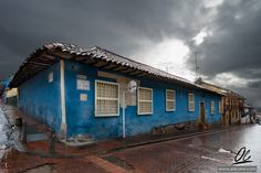 Blue corner - Corner house in the Candelaria, Bogota by Ale Cere Corner House, Santa Fe, Cool Photos, Cabin, America, Adventure, House Styles, City, Places
