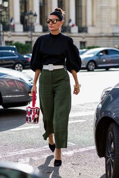 Street style from Paris Fashion Week spring/summer 17 summer fashion Style Désinvolte Chic, Style Casual, Mode Style, Casual Outfits, Work Outfits, Casual Dresses, Fashion Week, Look Fashion, Spring Fashion