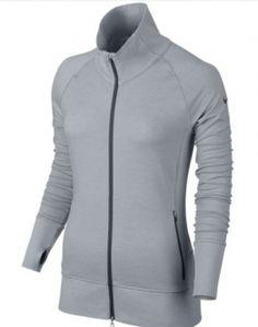La chaqueta de golf para mujer Nike Bunker Full-Zip te proporciona una gran comodidad y libertad de movimiento durante las rondas más frías gracias a su tejido Dri-FIT elástico y a las mangas raglán