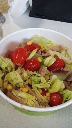 Salade complète rapide préparée par Sandrine sur son site Gourmandix.