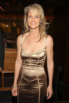 Helen Elizabeth Hunt is an American actress, film director, and screenwriter. Helen Hunt, Celebrity Look, Celebrity Pictures, Hollywood Actresses, Actors & Actresses, What Women Want, Without Makeup, Celebs, Celebrities