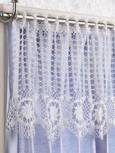 Crochet Curtains free crochet curtain patterns on moogly! Crochet Gratis, Crochet Art, Crochet Home, Thread Crochet, Love Crochet, Filet Crochet, Vintage Crochet, Crochet Doilies, Moogly Crochet