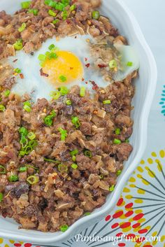 Pork Sisig is a popular appetizer that originated from the culinary capital of the Philippines, Pampanga. This dish can also be categorized as a main dish. Sisig Recipe Philippines, Philippines Food, Filipino Dishes, Filipino Recipes, Asian Recipes, Filipino Street Food, Filipino Food, Pork Recipes, Cooking Recipes